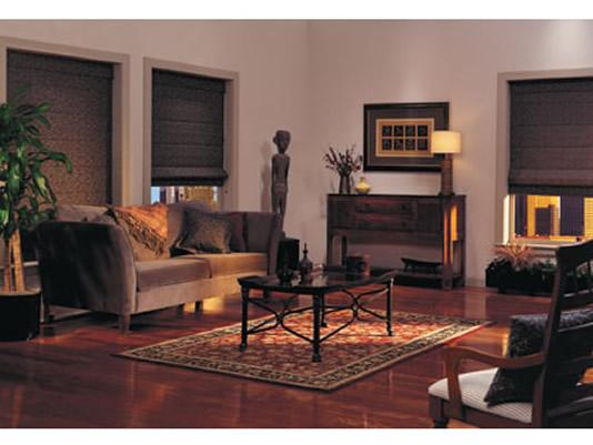 cortinas romanas living negro